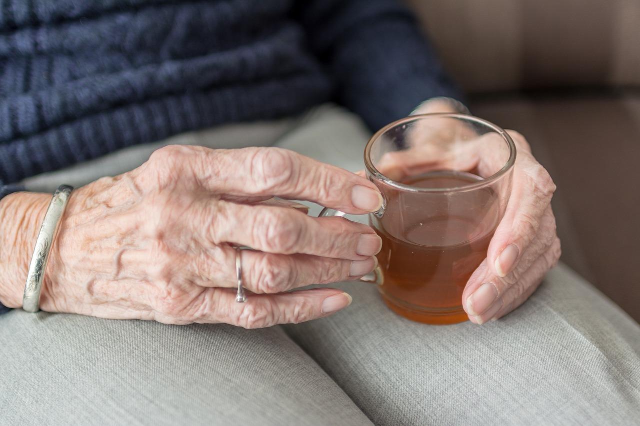 Perche-gli-Anziani-Rifiutano-il-Cibo-Conseguenze Perché gli anziani non vogliono mangiare?