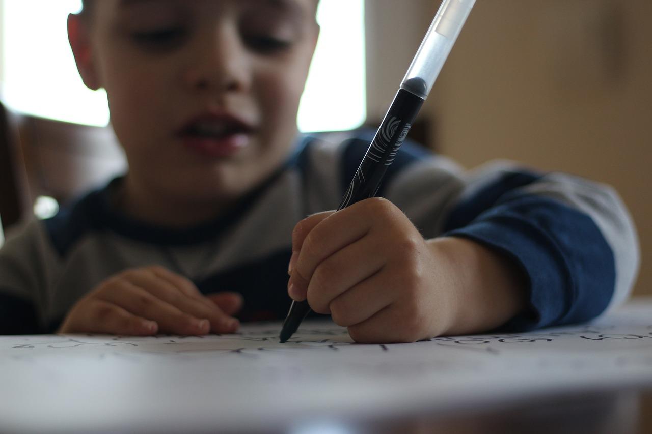 Errori-di-Ortografia-Come-Correggere-i-Bambini-a-Scuola Errori di ortografia: come correggere i bambini