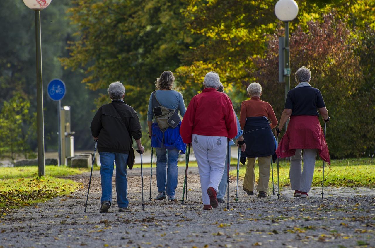 Nordic-Walking-Perche-Fa-Bene-agli-Anziani-e-Perche-Iniziare Nordic Walking: perché fa bene agli anziani?