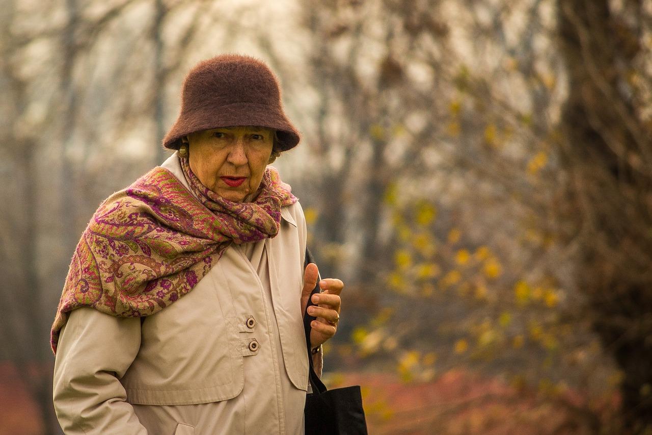 Come-Curare-Igiene-Personale-di-un-Anziano-non-Autosufficiente-in-Assistenza Come curare l'igiene personale di un anziano non autosufficiente