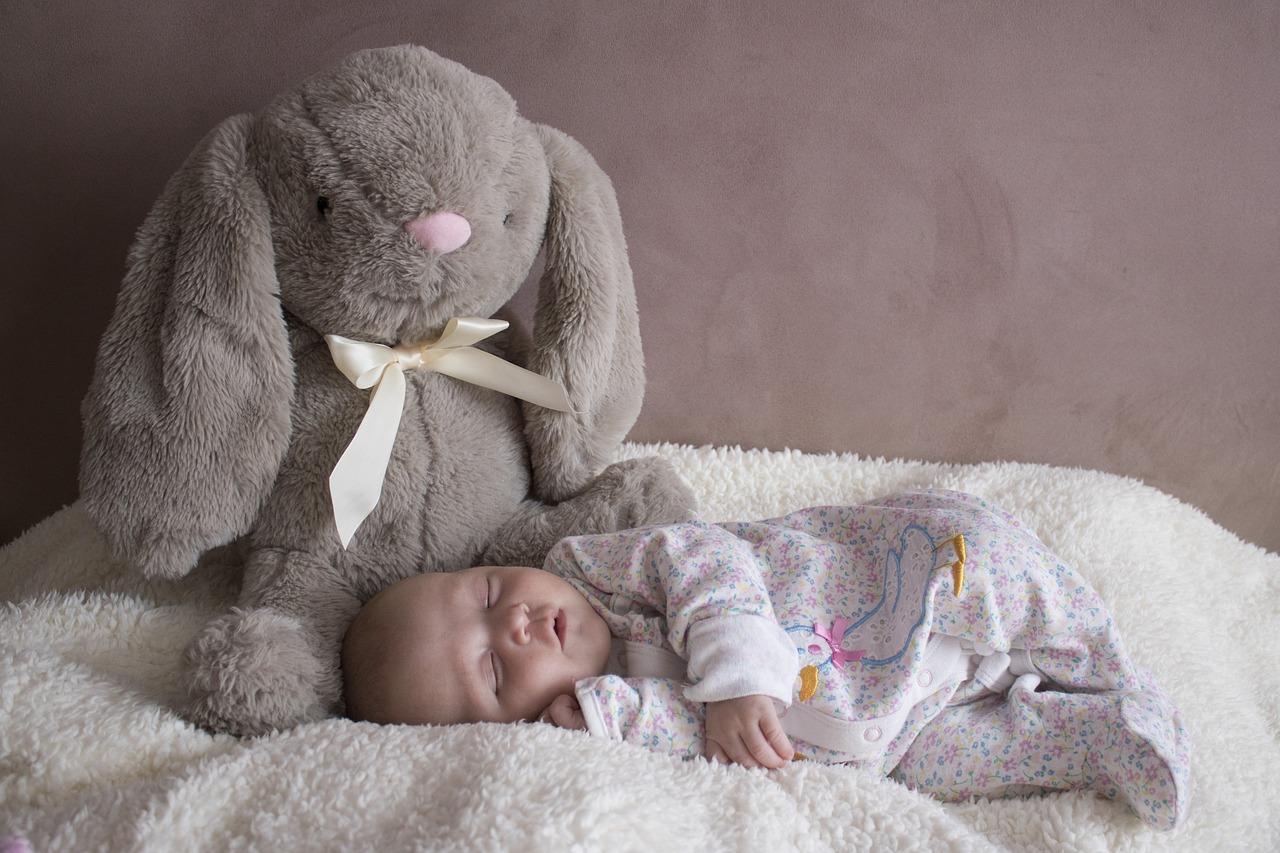 Perche-un-Neonato-Dorme-Solo-in-Braccio-Conseguenze Perché un neonato dorme solo in braccio?