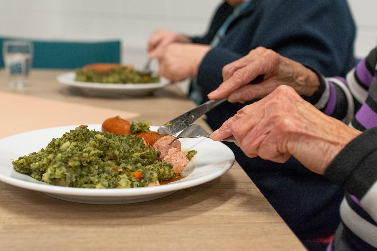 Alimentazione-e-Anziani-Cosa-Mangiare-a-Pranzo Alimentazione e anziani, cosa mangiare?