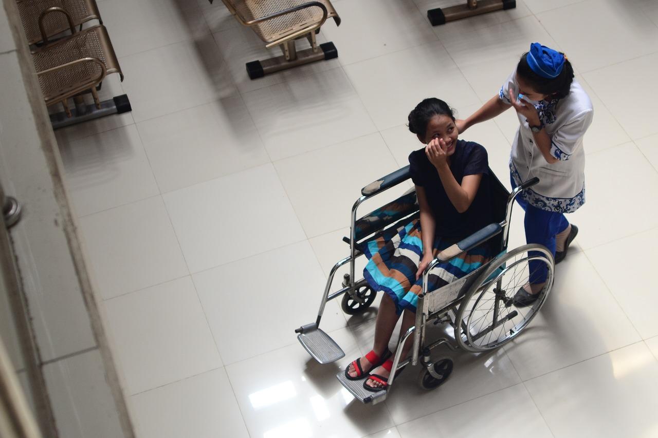 Assistente-Familiare-per-Disabili-Chi-E-e-Cosa-Fa-al-Lavoro Assistente Familiare per Disabili, chi è e cosa fa
