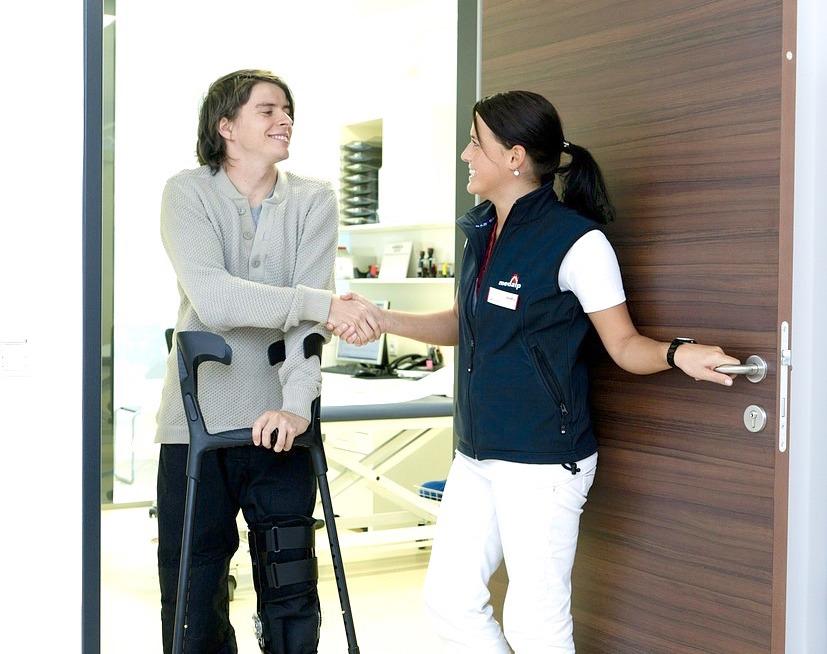 Assistente-Familiare-per-Disabili-Chi-E-e-Cosa-Fa-in-Casa Assistente Familiare per Disabili, chi è e cosa fa