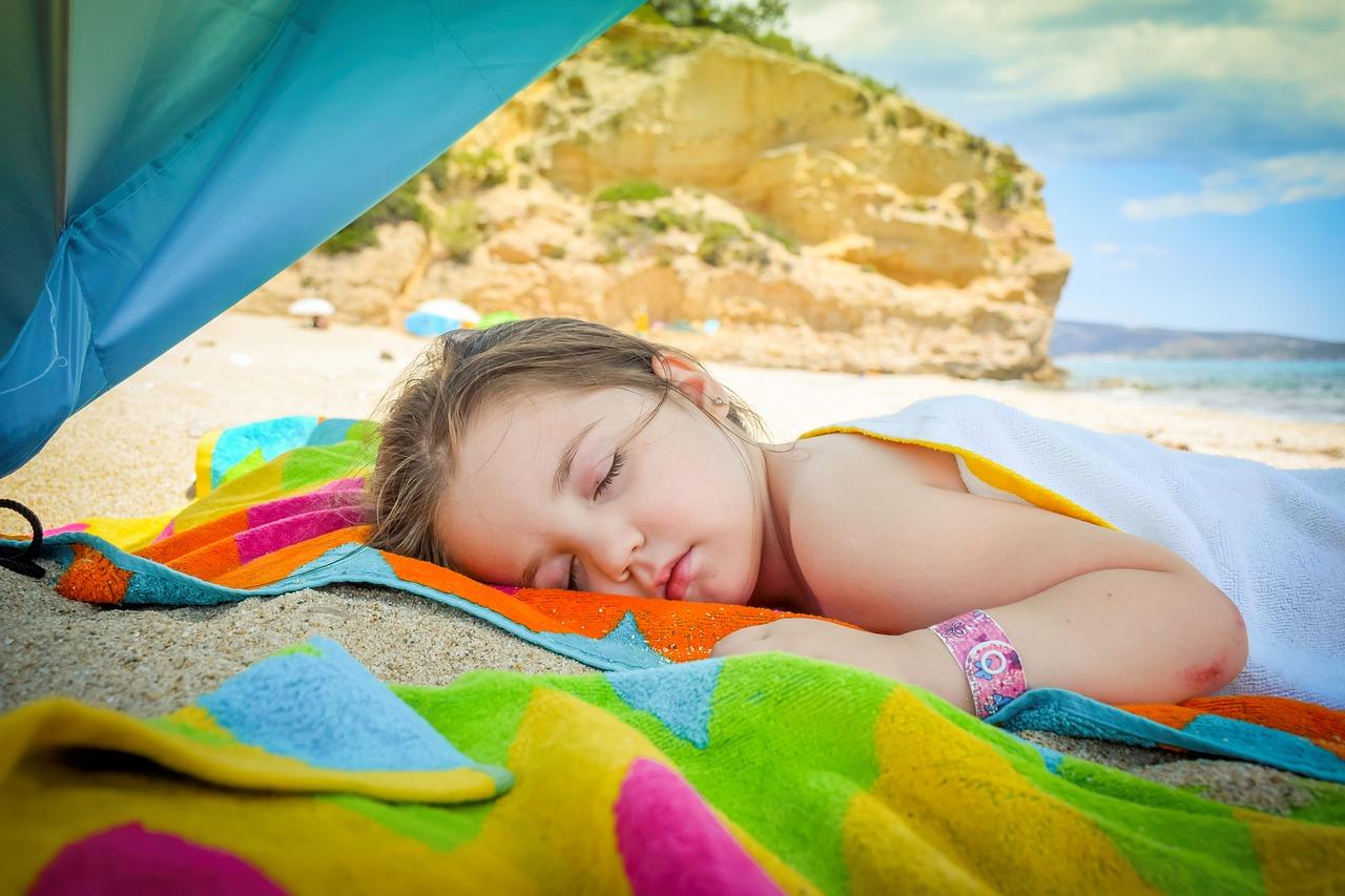 Come-Proteggere-i-Bambini-dal-Sole-in-Spiaggia Come proteggere i bambini dal sole