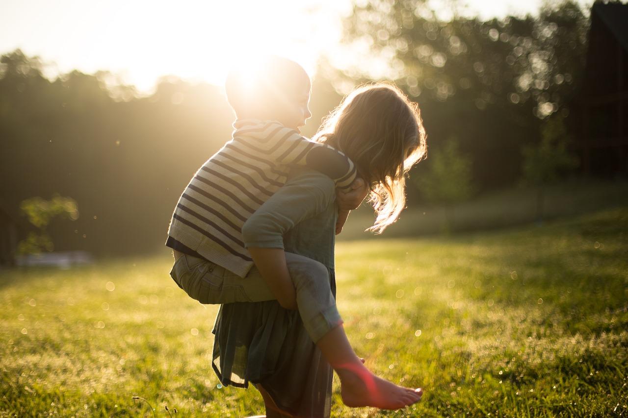 Come-Proteggere-i-Bambini-dal-Sole-in-Vacanza Come proteggere i bambini dal sole