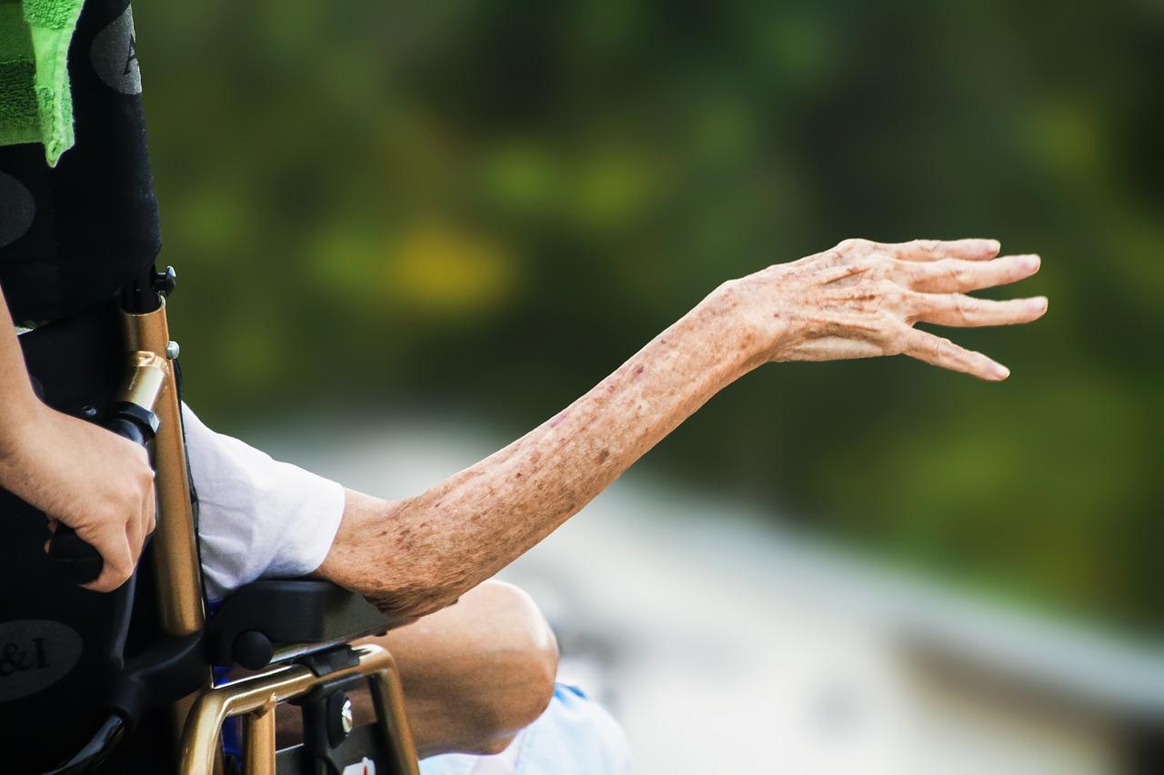 Figli-Caregiver-Come-Gestire-le-Emozioni-in-Famiglia Figli caregiver: come gestire le emozioni