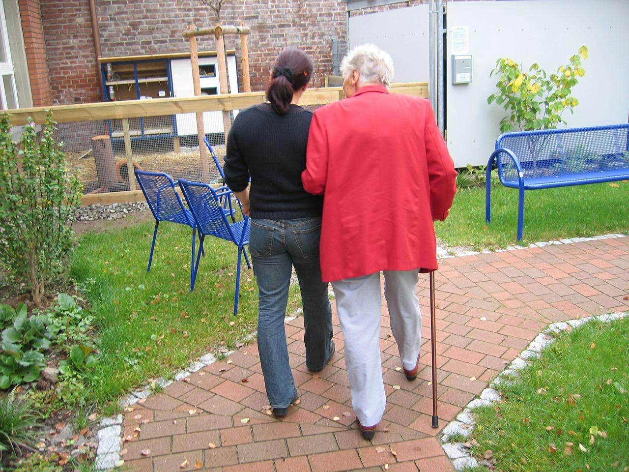 Assistenza-per-Anziani-Quale-Scegliere-in-Famiglia Assistenza per anziani, quale scegliere