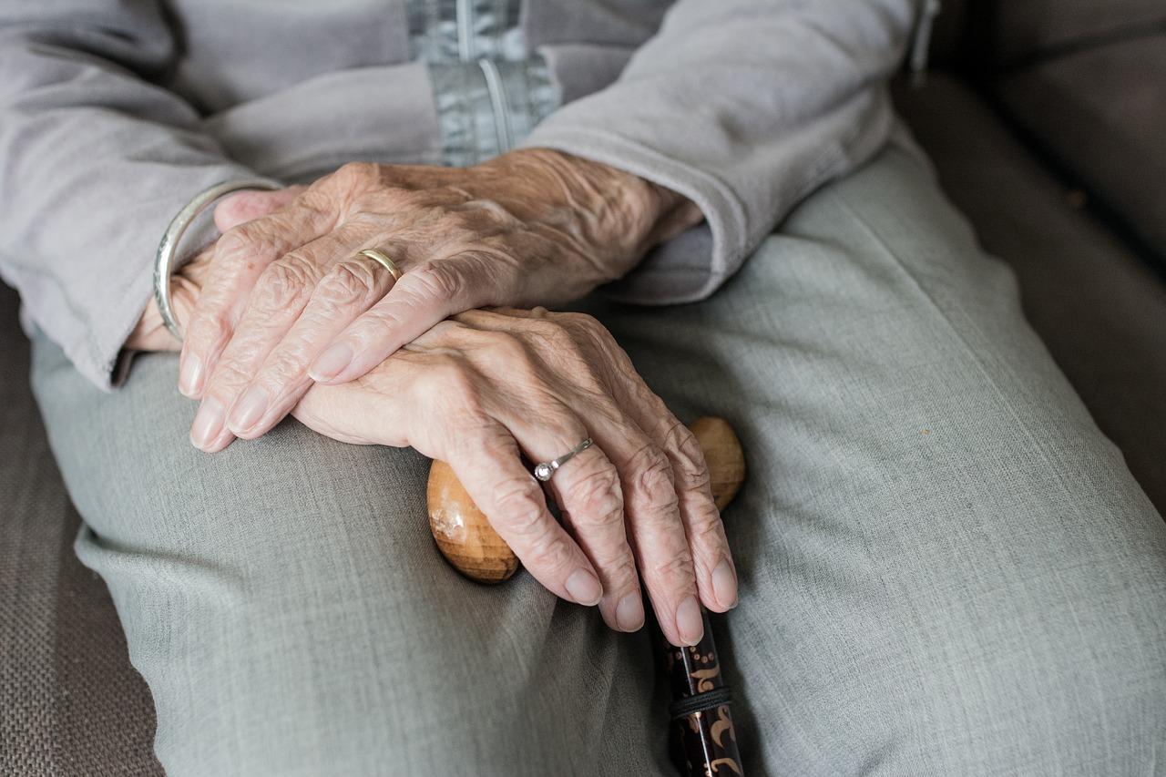 Come-Fare-se-un-Anziano-non-Accetta-la-Badante Cosa fare se un anziano non accetta la badante