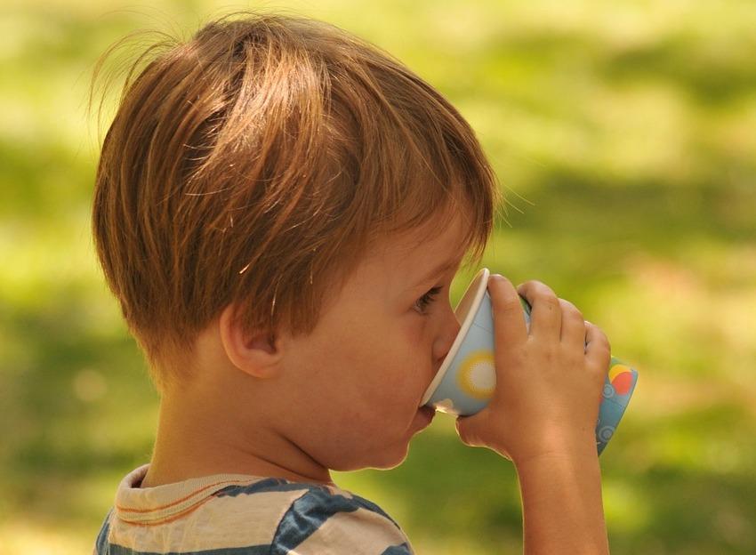 Quale-Acqua-e-Adatta-ai-Bambini-Piccoli Quale acqua è adatta ai bambini?