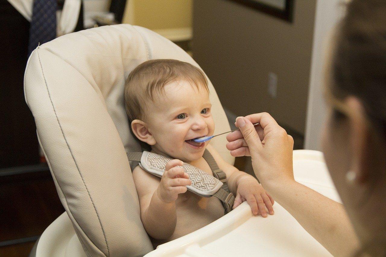 Cosa-Dare-da-Mangiare-a-un-Neonato-con-la-Diarrea Cosa dare da mangiare a un bambino con la diarrea