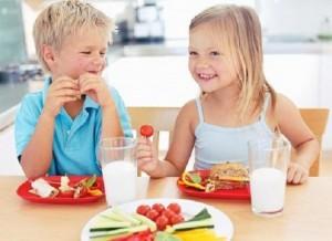 come educare i figli a tavola