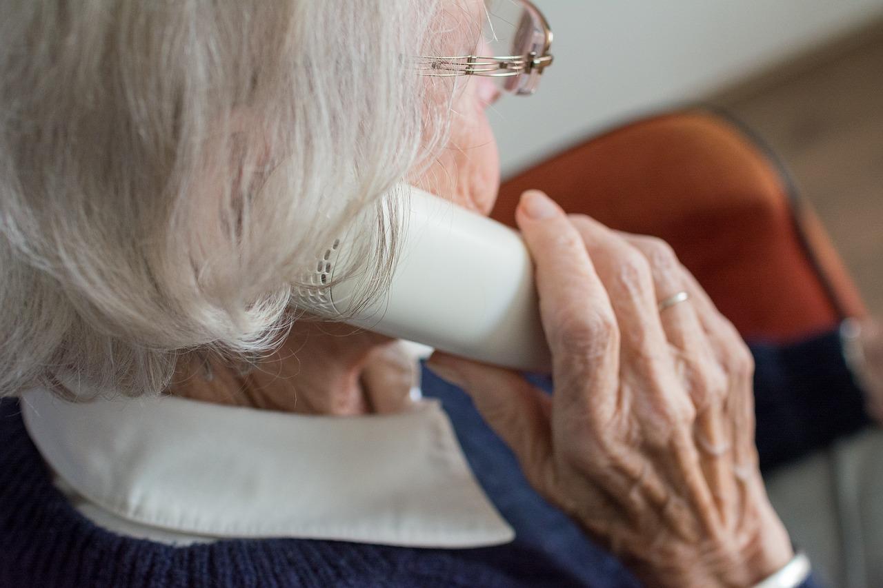 Come-Evitare-le-Truffe-Telefoniche-agli-Anziani Come evitare le truffe agli anziani
