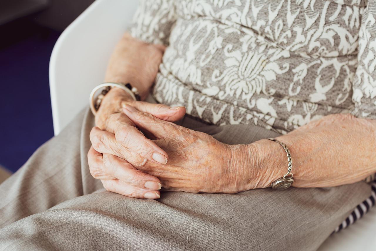 Obesita-negli-Anziani-Cause-e-Rimedi-per-Senior Obesità negli anziani: cause e rimedi