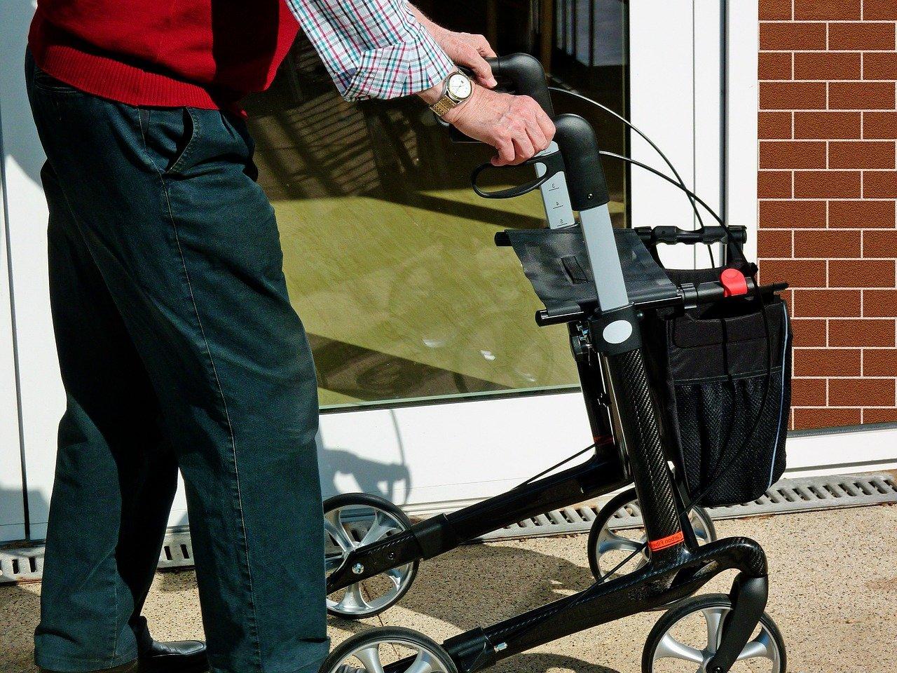 Come-Scegliere-il-Girello-per-Anziani Come scegliere il girello da casa per anziani