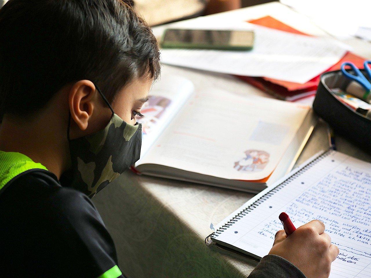 I-Bambini-Devono-Indossare-la-Mascherina-a-Scuola I bambini devono indossare la mascherina?