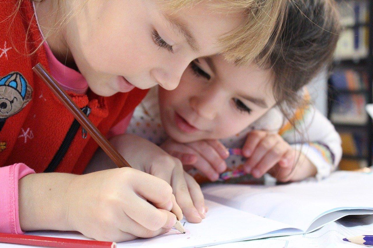 Perche-i-Bambini-Devono-Indossare-la-Mascherina-a-Scuola I bambini devono indossare la mascherina?