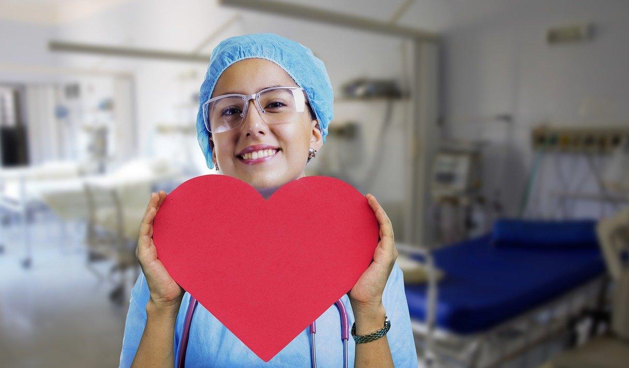 nurse-3624463_1280 Mi piace aiutare gli altri, che lavoro posso fare?