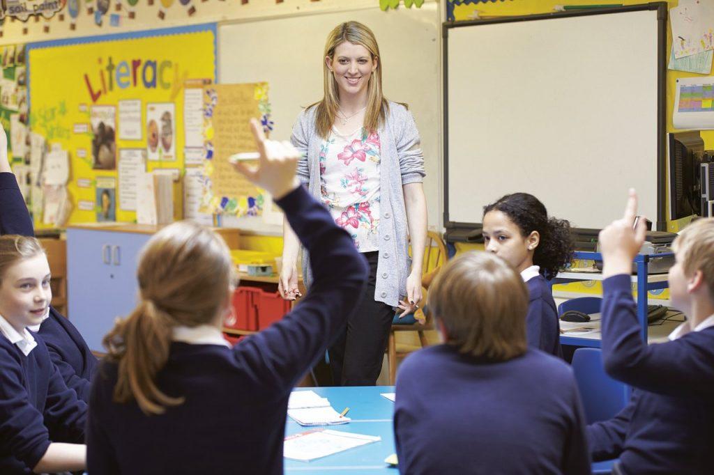 Assistente-Senza-Abilitazione-per-Disabili-1024x682 Esiste l'insegnante di sostegno senza abilitazione?