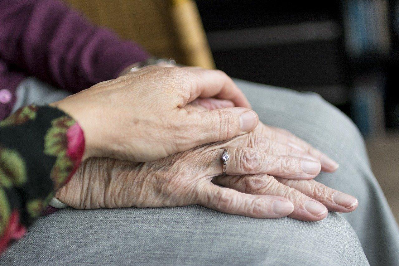 Far-Accettare-la-Badante-a-un-Anziano Quando un anziano non accetta la badante